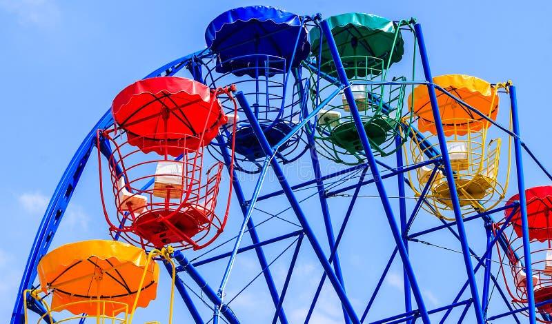 Färgrika Ferris Wheel royaltyfri fotografi