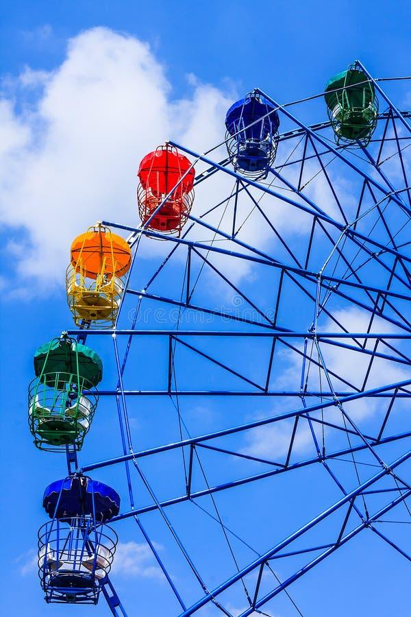 Färgrika Ferris Wheel fotografering för bildbyråer