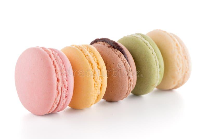 färgrika franska macarons arkivbild