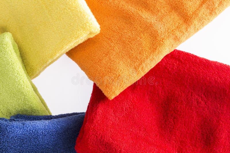 Färgrika handdukar i en radiell modell royaltyfria foton