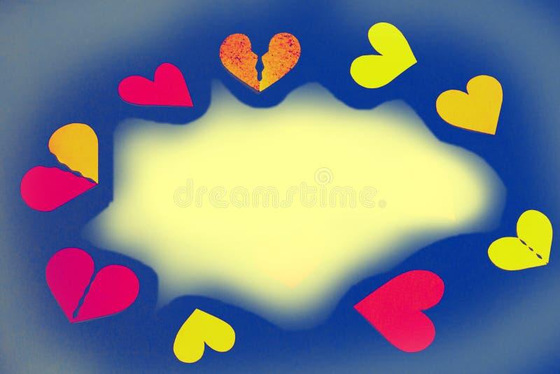 Färgrika hjärtor som en ram - gult kopieringsutrymme, blå bakgrund fotografering för bildbyråer