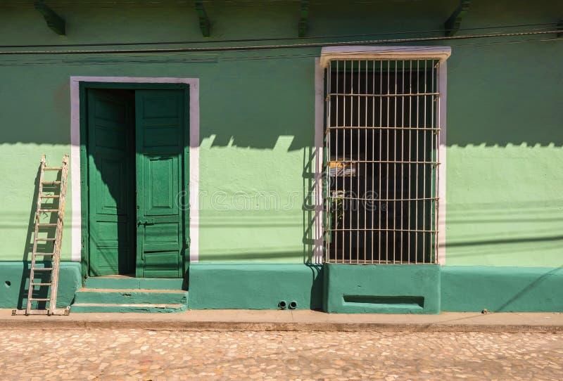 Färgrika hus av Trinidad Cuba arkivfoto