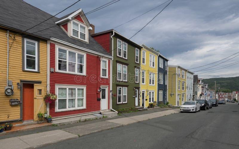 Färgrika hus för St John ` s i Newfoundland arkivfoto