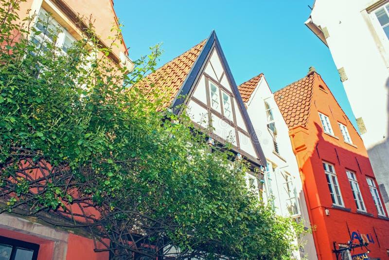 Färgrika hus i historiska Schnoorviertel i Bremen, Tyskland arkivbild