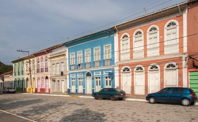 Färgrika hus i Sao Luis gör Paraitinga royaltyfri bild