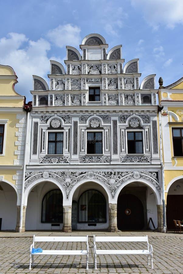 Färgrika hus i staden Telc, Tjeckien royaltyfri fotografi