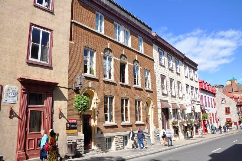 Färgrika hus på ruen St Louis, Quebec City arkivbilder