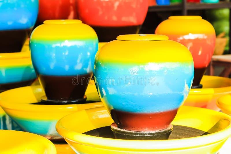 färgrika jars royaltyfri fotografi