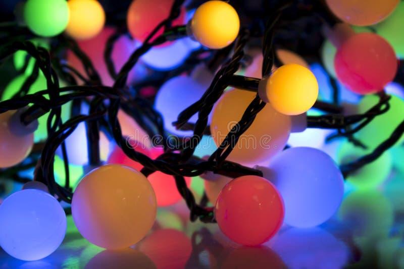Färgrika julljus stänger sig upp royaltyfria bilder