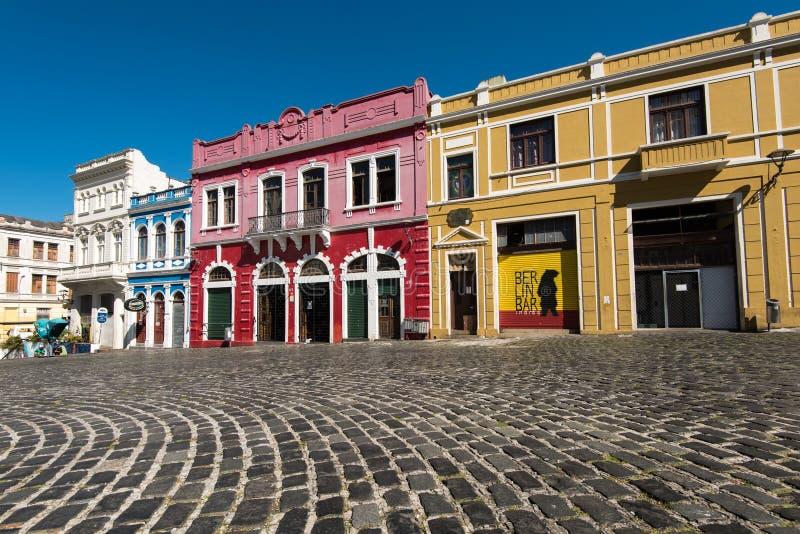 Färgrika koloniala hus av Curitiba arkivbild