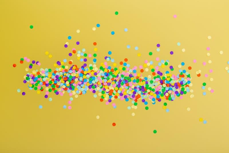 färgrika konfettiar vektor illustrationer