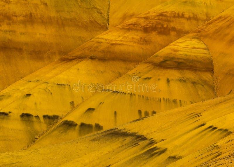 Färgrika lager av målade kullar arkivbilder