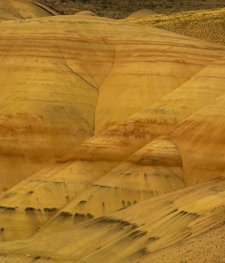 Färgrika lager av målade kullar arkivbild