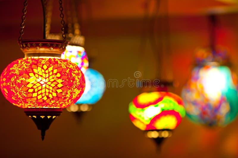Färgrika lyktalampor royaltyfria bilder