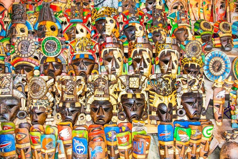 Färgrika Mayan handcraft maskeringar, Mexico royaltyfria bilder