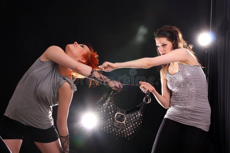 färgrika modeller som ställer in studio två royaltyfria foton