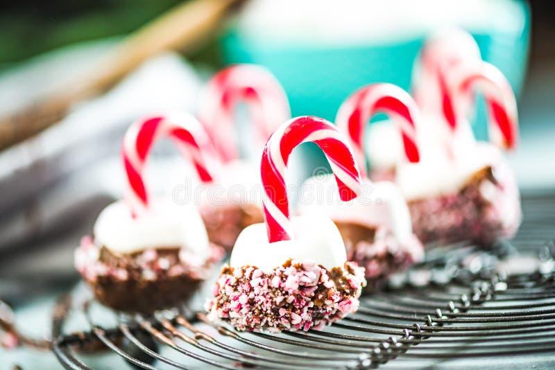 Färgrika och idérika festliga julsötsaker arkivfoto