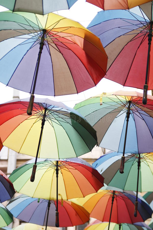 färgrika paraplyer arkivfoto