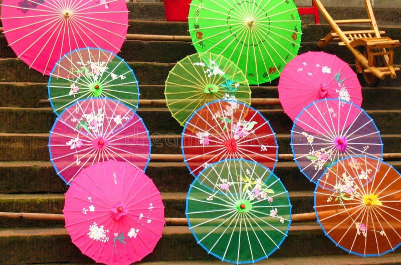 Färgrika paraplyer för traditionell kines arkivfoto