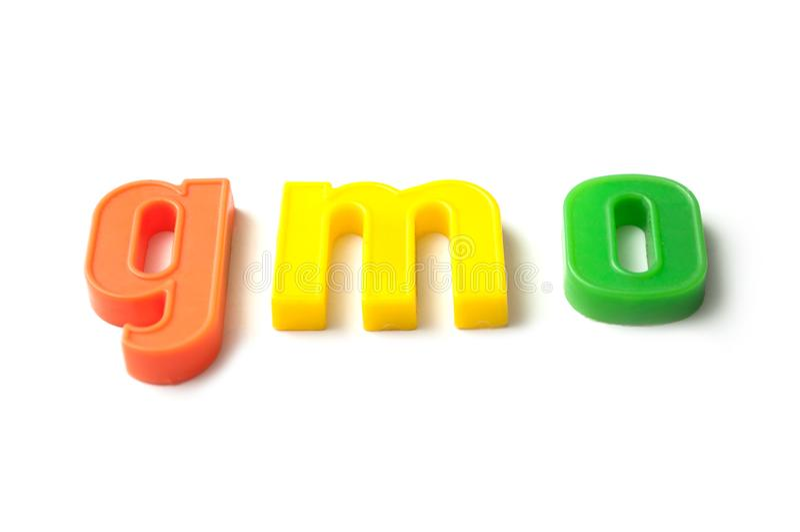 Färgrika plast- bokstäver på vit bakgrund - gmo fotografering för bildbyråer