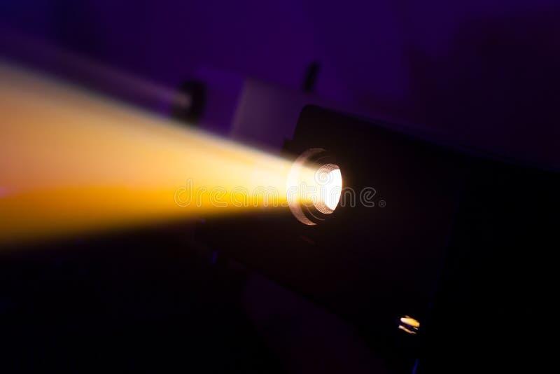 Färgrika projektorljus arkivbilder