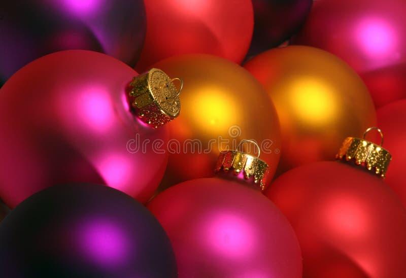 färgrika prydnadar för jul fotografering för bildbyråer