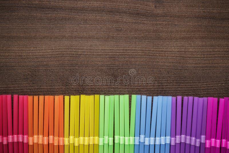 Färgrika randiga bendy coctailsugrör fotografering för bildbyråer