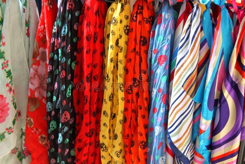 Färgrika scarves