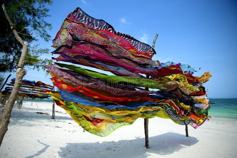 Färgrika scarves i Kenya royaltyfri fotografi