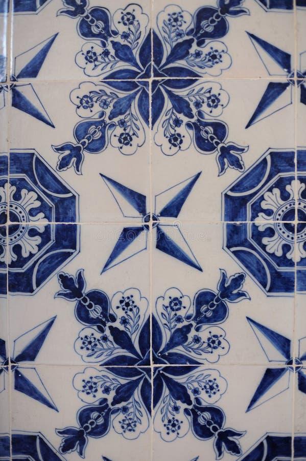 Färgrika tegelplattor med blom- och geometriska modeller från Turkiet arkivfoton