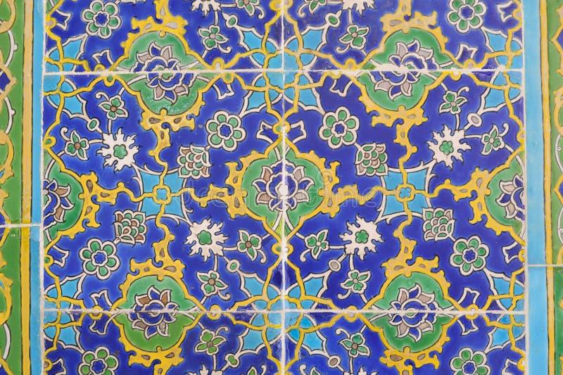 Färgrika tegelplattor med blom- och geometriska modeller från Turkiet arkivbild