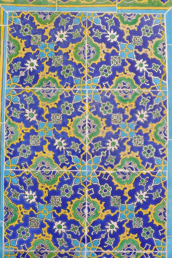 Färgrika tegelplattor med blom- och geometriska modeller från Turkiet arkivbilder