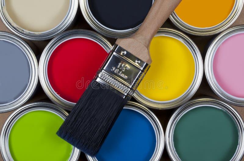 färgrika tins för emulsionmålarfärg royaltyfria foton