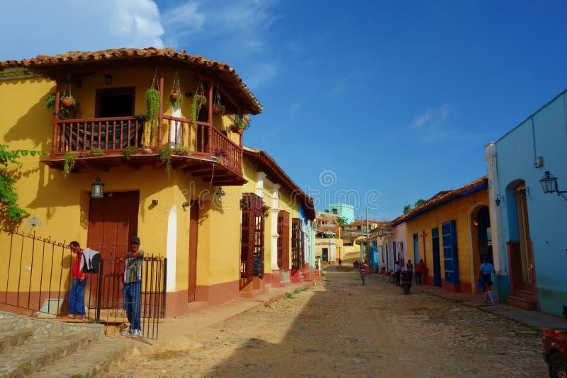 Färgrika traditionella hus i den koloniala staden av Trinidad i Kuban, en UNESCOvärldsarv arkivbilder