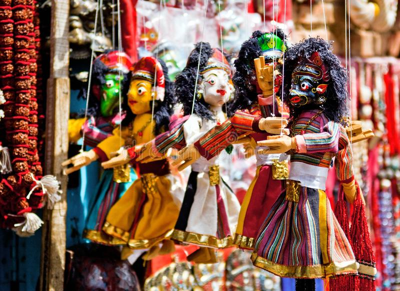 Färgrika traditionella nepalesiska dockor royaltyfri bild