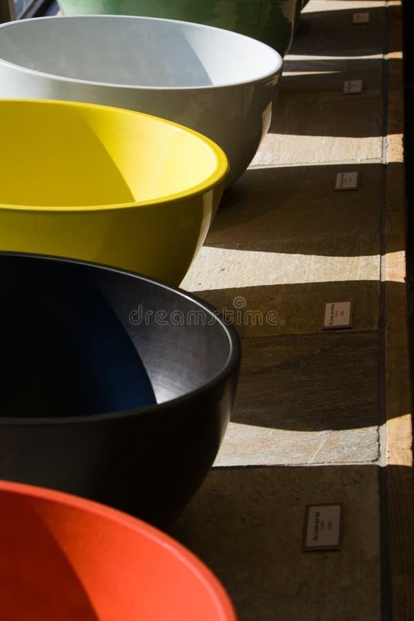 färgrika vaskar arkivbilder