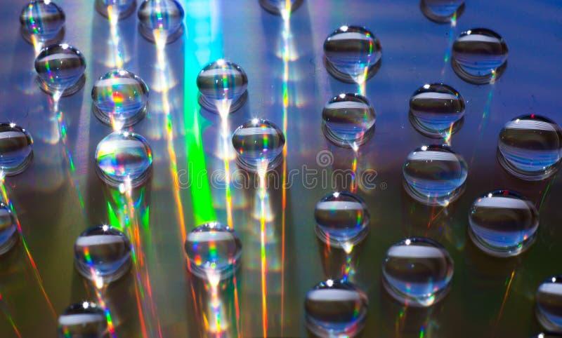 Färgrika vattendroppar på CD/DVD royaltyfri fotografi