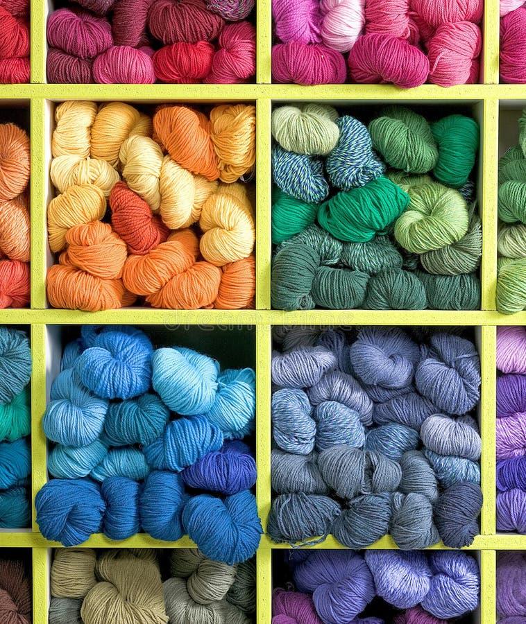 Färgrika woolan trådar, fantastiska woolan trådar royaltyfria foton