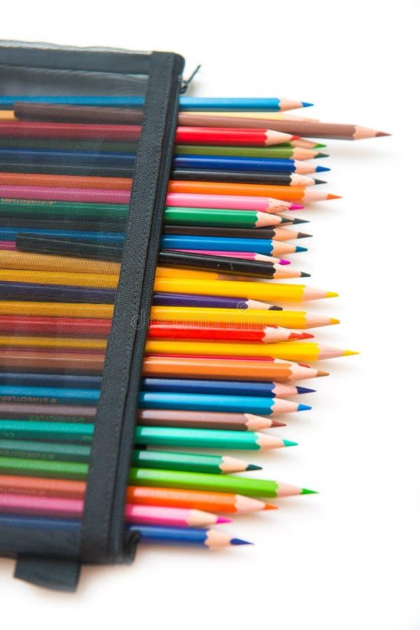 Färgrikt av färgpennaträ i svart påse fotografering för bildbyråer