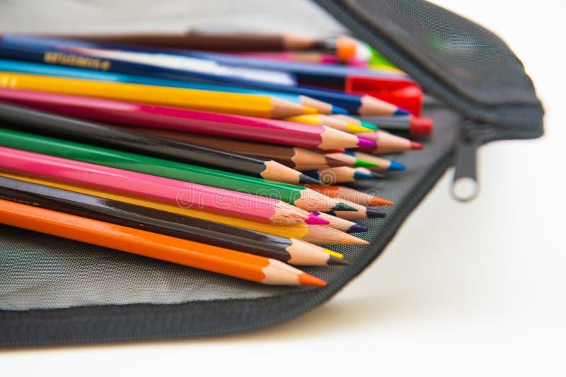 Färgrikt av färgpennaträ i svart påse royaltyfria foton
