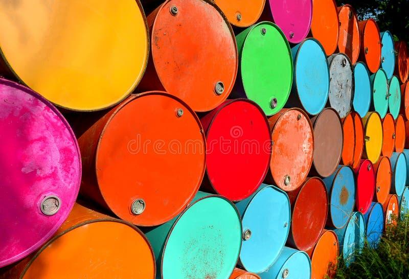 Färgrikt av gamla olje- behållare royaltyfri foto