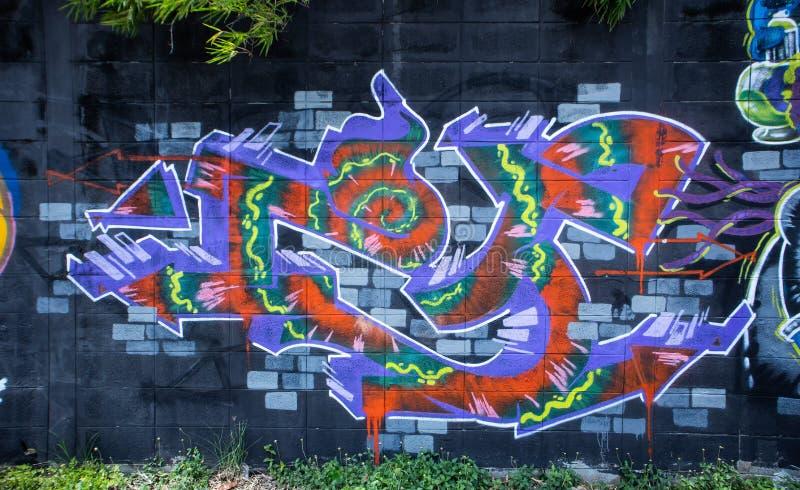 Färgrikt av grafitti som målar på väggen på den Setthakit vägen Omnoi Samutsakorn Thailand vektor illustrationer
