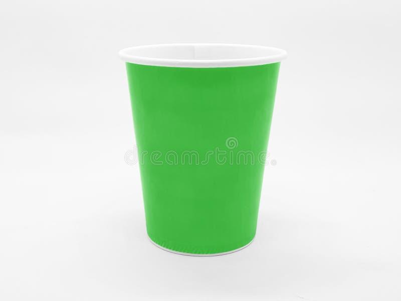Färgrikt baserat tekaffe Juice Disposable Paper Glass Cup i vit isolerad bakgrund arkivfoto
