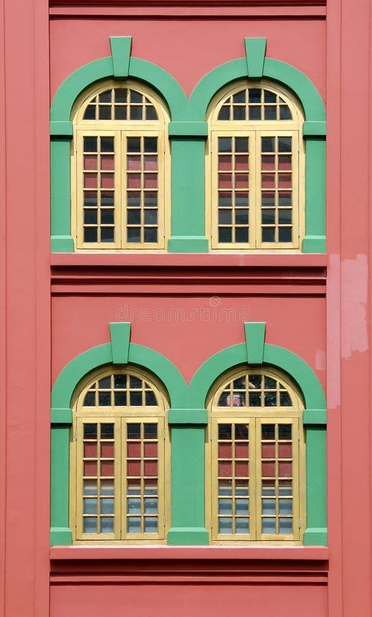 Färgrikt Chinatown fönster fotografering för bildbyråer