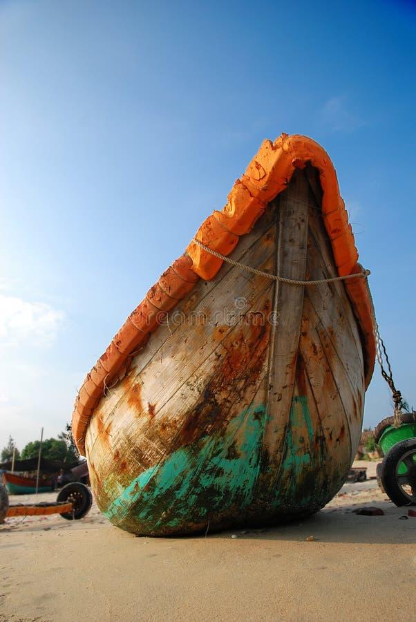 Färgrikt fiskfartyg royaltyfri bild