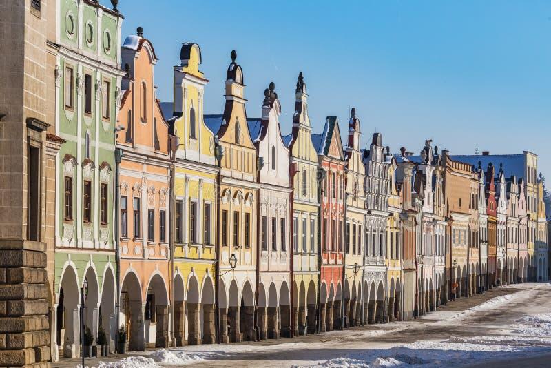 Färgrikt galleri i Telc i vinter royaltyfri foto