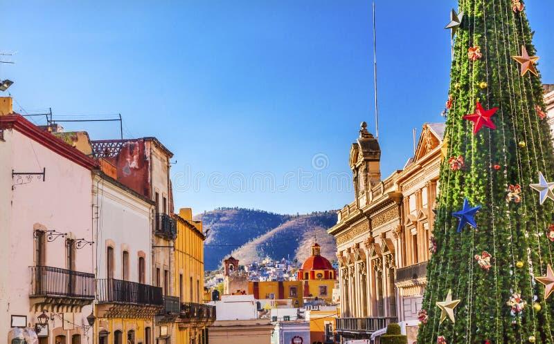 Färgrikt gatajulpyntträd Guanajuato Mexico royaltyfria bilder