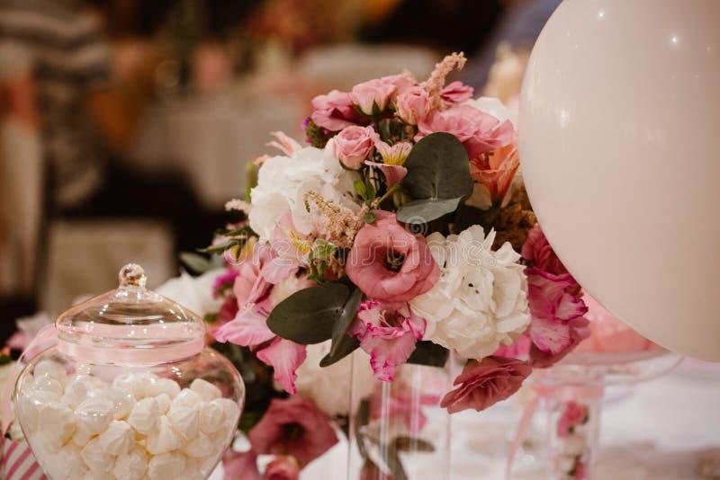 färgrikt gifta sig för blommor arkivfoto