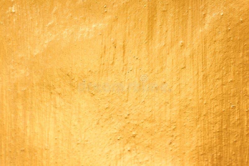 Färgrikt guld- betongväggabstrakt begrepp, grova texturmodeller för bakgrund royaltyfri foto