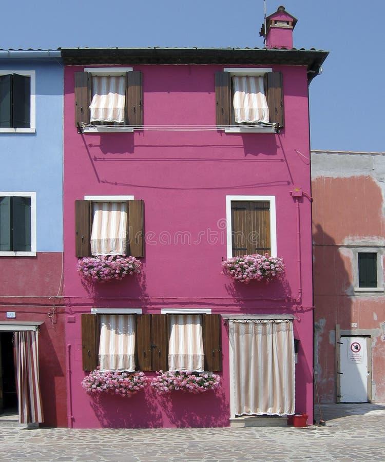 färgrikt hus för burano arkivbild
